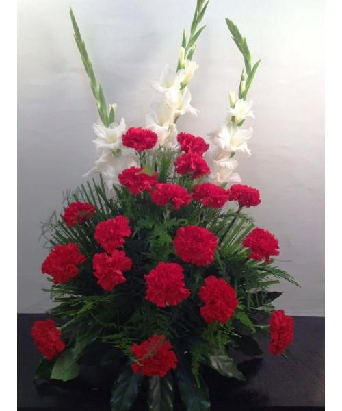 Centro Abanico 20 claveles rojos y 3 gladiolos blancos