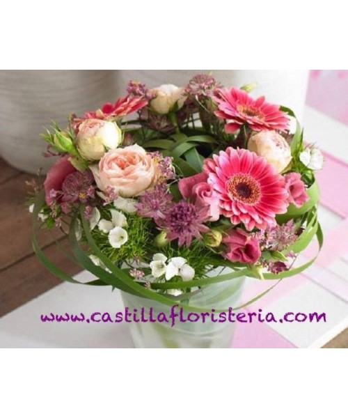 Centro bouquet nido en vidrio o cerámica con rosas, gerberas y flores variadas con verde