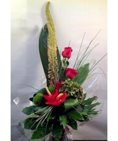 Detalle rosa, anthurium, eremurus, hortensia y verde