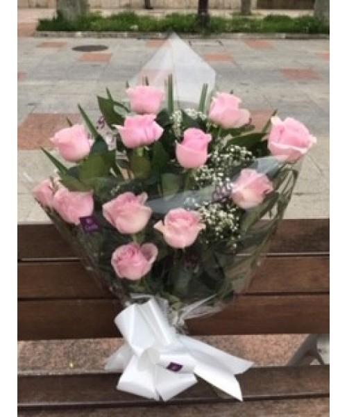 Nacimiento ramo 12 rosas