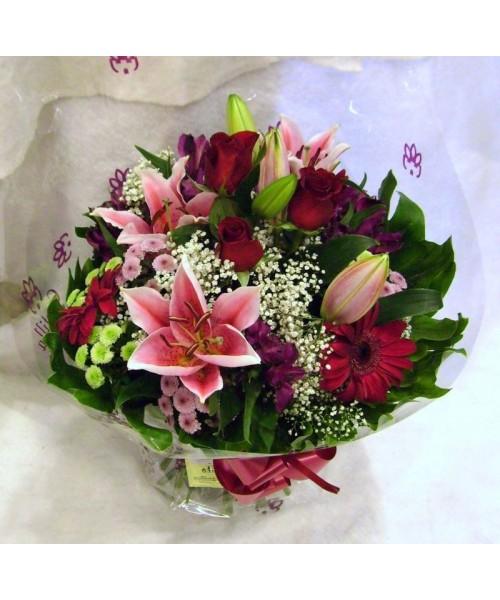 Rosas, lilium y gerbera