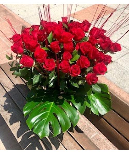 Rosas ramo de 48 rosas decorado en vidrio
