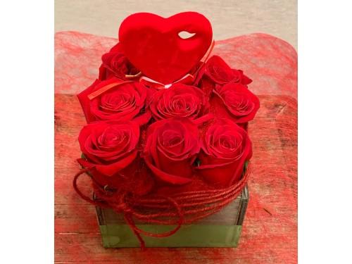 Cajita vintage con rosas y detalle de corazón
