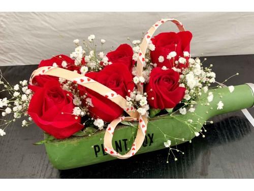 Arreglo de 6 rosas con botella rústica
